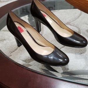 Oscar by Oscar De La Renta size 91/2 brown heels